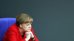 Комик съди Меркел заради критиките ѝ към поетичното му осмиване на Ердоган