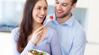 Защо отслабваме повече по двойки