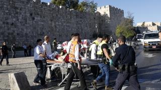 Палестинец намушка двама полицаи в Йерусалим
