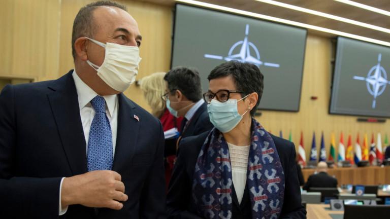 Чавушоглу иска ЕС да спре да си играе на време и да подобри отношенията с Турция