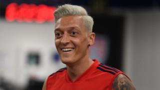 Арсенал прави нов опит да се раздели с Йозил