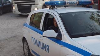 Мъж вилня пред децата си и рани полицай в Горна Оряховица