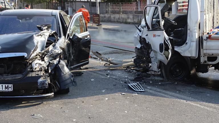 Четирима пострадали при верижна катастрофа на пътя София-Самоков