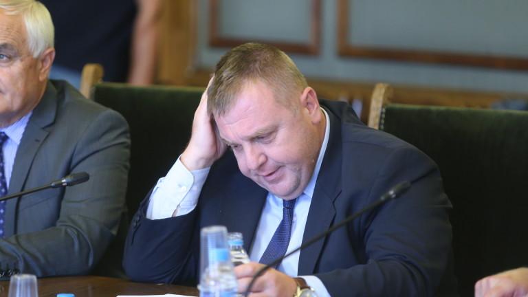 Лидерите в България са малко, установи Каракачанов