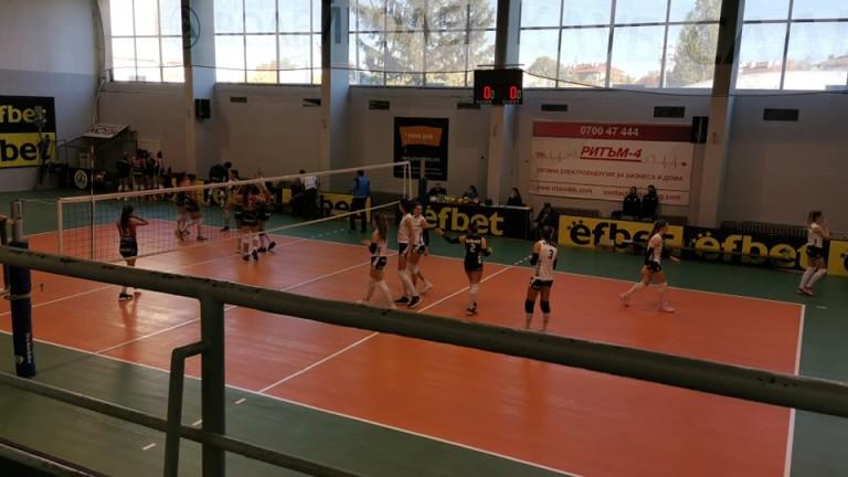 Волейболистките на Казанлък победиха Перун и излязоха на първо място