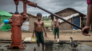 Милиони в Бангладеш пият замърсена с токсичен арсен вода