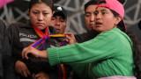 Протестиращите в Еквадор взеха 8 полицаи за заложници
