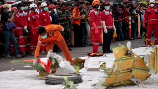 В Индонезия загина водолаз спасител при операцията за падналия самолет