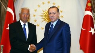 Ердоган се зарече да отреже приходите на свързаните с Гюлен фирми