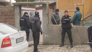 Полицаи влязоха в имоти на ало-измамници в Горна Оряховица