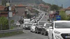 Камионите над 12 т да избягват натоварените пътища