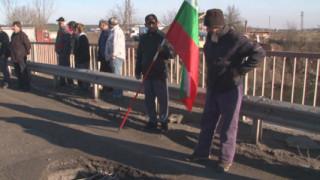 Земеделци от Ботевградско протестират заради пропуск в проекта за път Е-79