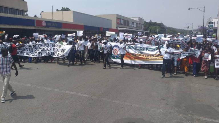 Информационното министерство на Зимбабве показва протеств столицата Хараре, организиран от