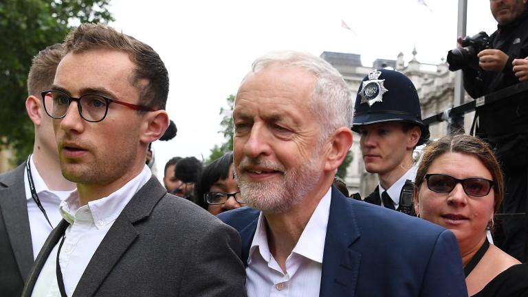 Лидерът на британската опозиция Джереми Корбин ще подкрепи промени в