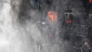 Голям пожар във висок жилищен блок в Лондон, десетки пострадали