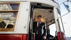 В Германия поискаха от Порошенко да реши дали е президент или олигарх