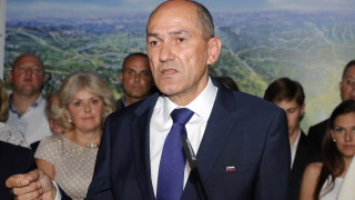 Експремиер печели изборите в Словения с антиимигрантска реторика