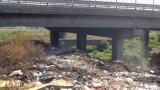 """Нови боклуци са се появили под моста на АМ """"Струма"""""""