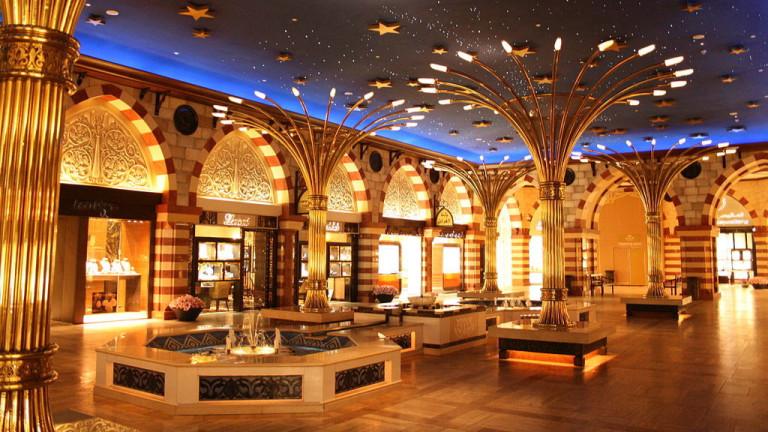 Вторият най-голям мол в света се намира в Дубай и