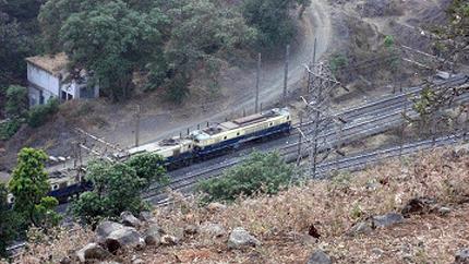 Маоисти атакуват жп-линии в Индия