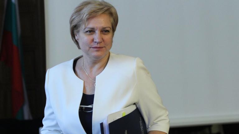 Менда Стоянова се притеснява от задъхващата липса на кадри в страната