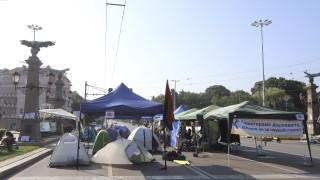 "Пороят счупи палатки на протестиращите на ""Орлов мост"""