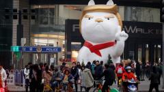 Китайски мол влиза в новата година с гигантска статуя на Кучето Тръмп