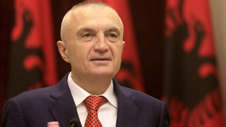 Президентът на Албания зове народа да свали правителството