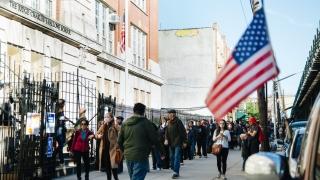 Колко и за какво са заемите на американците