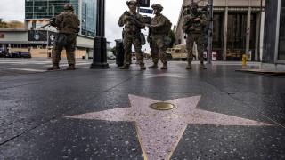 Лос Анджелис с полицейски час за първи път от 1992 г., а Ню Йорк - от 1943 г.