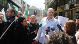 Слави Трифонов спретна протест пред НС