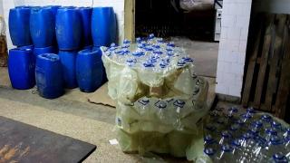 Нелегален цех за алкохол снабдява Северна България