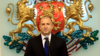 Румен Радев покани македонския си колега Стево Пендаровски в България