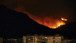 Пожарите евакуират 3000 души във Валенсия