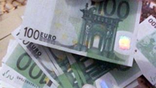 Мъж се опита да обмени фалшиви €4 000 в Ботевград