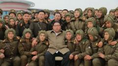 Ким Чен-ун ръководи учения на парашутисти