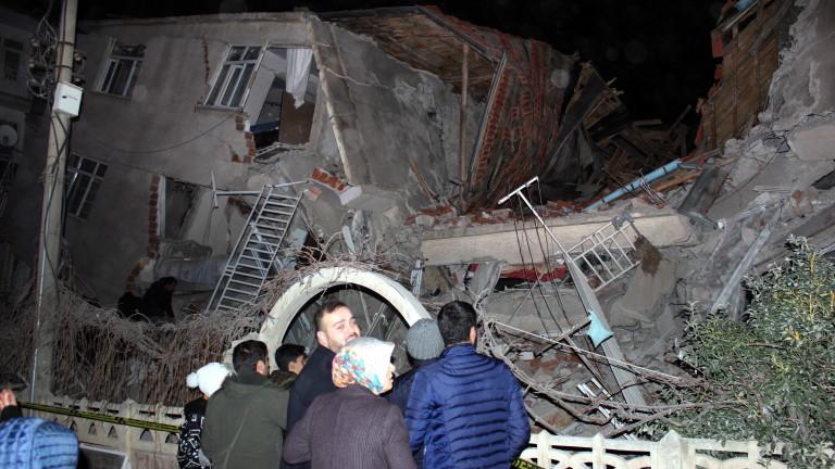 Най-малко 18 души са загинали след силното земетресение в петък