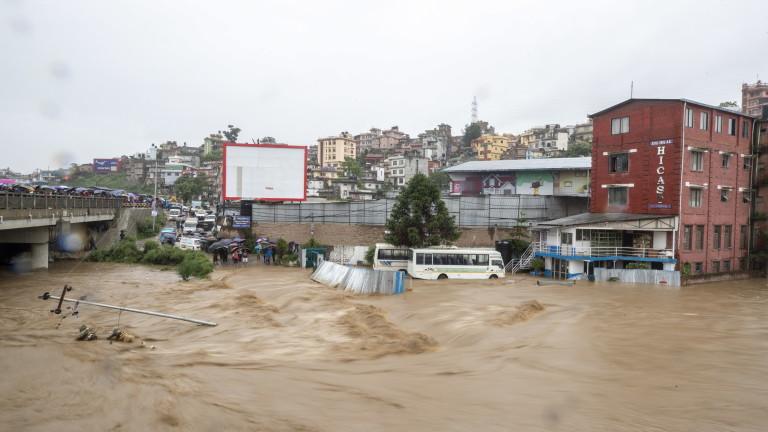 Наводнения в Тайланд взеха десетки жертви
