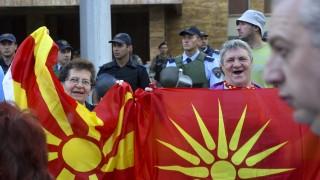 Опозицията в Скопие сваля правителството на Заев с нови протести