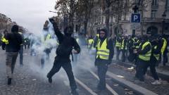 Французите излизат на масов протестен марш в Париж срещу пенсионните промени