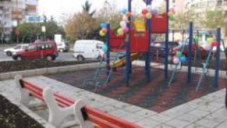 57 детски площадки ремонтират в София през 2010 г.