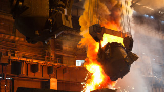 """Взривът в завод """"Стомана"""" - заради попадане на вода в метала"""