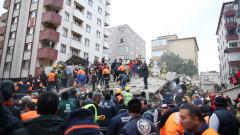 Един загинал при срутване на жилищен блок в Истанбул