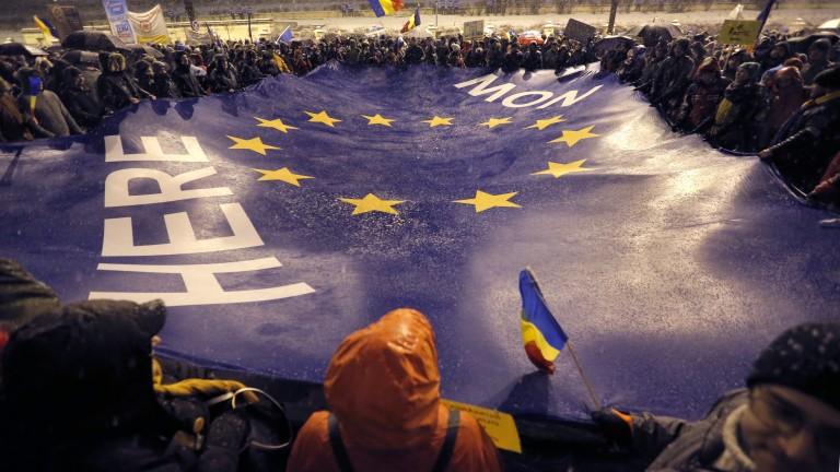 Десетки хиляди участваха в протести срещу корупцията в Румъния, пише