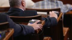 Законовите промени, засягащи фиксирания курс, бяха приети окончателни и без дебат