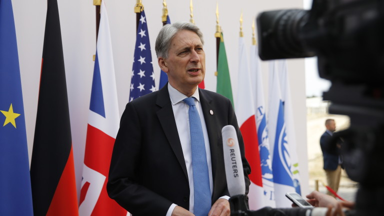 Финансовият министър на Великобритания Филип Хамънд подаде оставка