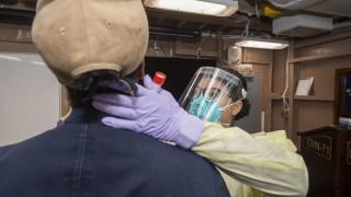 В Гуам са свикнали с американскивойски, но се страхуват от заразени моряци