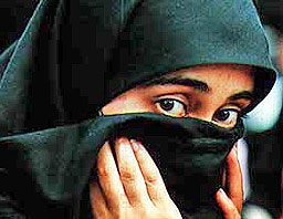Мюсюлманин наби акушерка заради булото на жена му