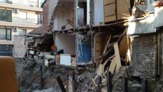 Спират строежа, срутил стена от къща в Пловдив
