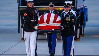 Почит пред Джон Маккейн